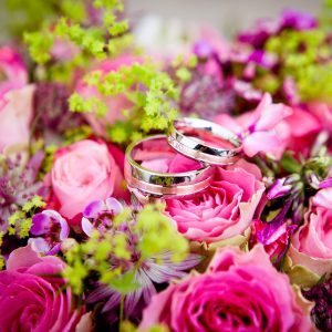 Flower arrangement with wedding bands